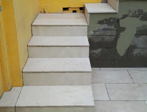 Aménagement d'un escalier depuis la cuisine vers la terrasse