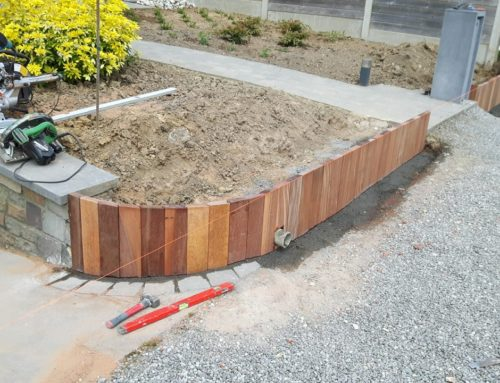 Aménagement d'un muret de soutènement en bois exitique type Azobe